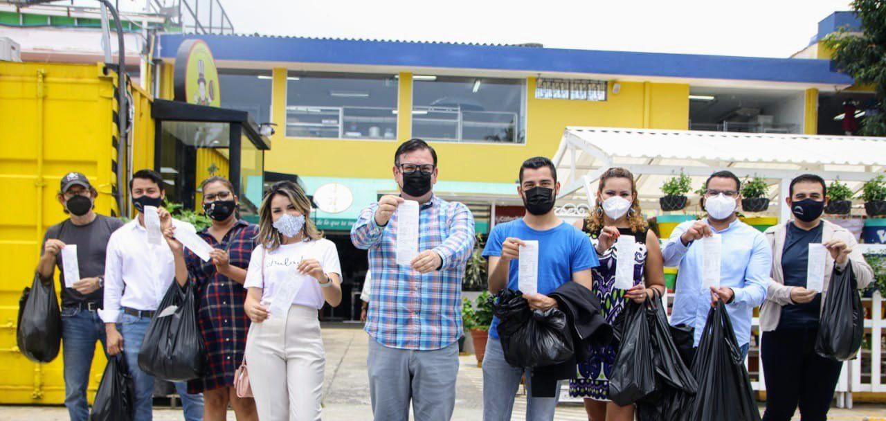 Fotos de diputados de Nuevas Ideas comprando en Variedades Génesis se  vuelven virales - Diario El Salvador