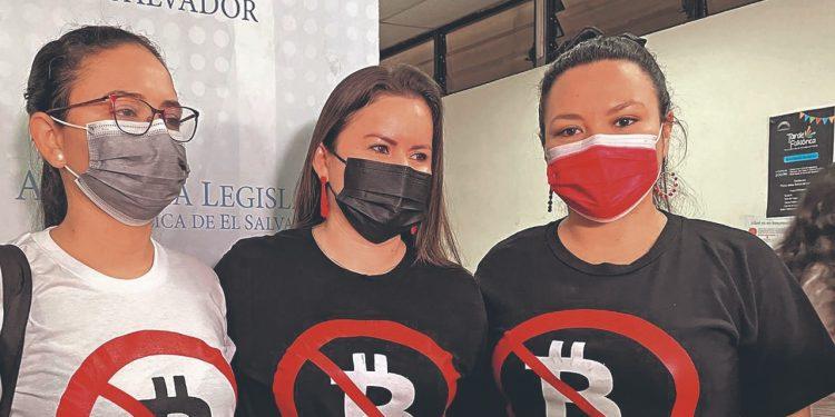 ARENA y el FMLN usan los mismos mensajes y símbolos contra el bitcóin